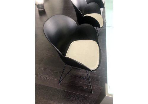 BNO Dalhia stoel showroommodel 8 stuks