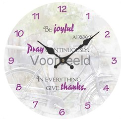 Klok met de tekst: Be joyful. Pray continuously. In everything give thanks.