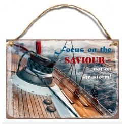 Wooden A6 wall hanging sign/Houten tekstbord met de tekst: Focus on the Saviour, not on the storm