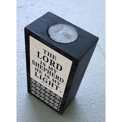 Kaars-blok met waxinelichtje ong. 400 gr en 15x8x5 cm. Met de tekst: The Lord is my Sheperd. He is m