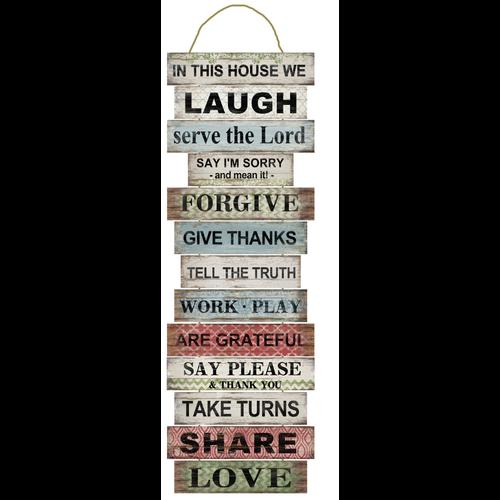 Wandhanger met 14 houten bordjes, 104x36x0,6 cm, ong. 1.450 gr. Met de tekst: In this home we laugh,