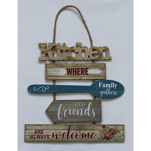 Wandhanger met 5 houten bordjes 35x36x0,6 cm, ong. 350 gr. Met de tekst: Kitchen - where family gath