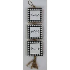 Wandhanger, 3 blokjes met touw 12x59x3,3 cm. ong. 350 gr. Met de tekst: thankful, grateful, blessed