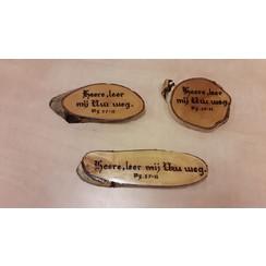 Handgemaakt tekstbord, hout: Ps. 27:11 'Heere, leer mij Uw weg'.