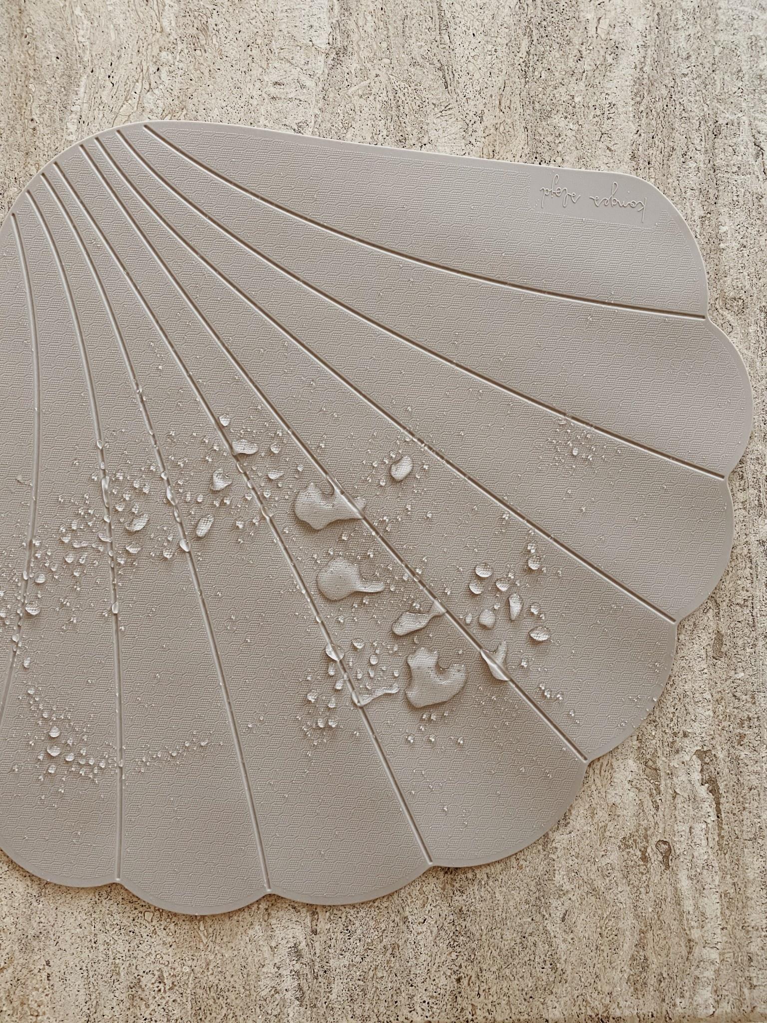 Silicone bath mat clam warm grey-2