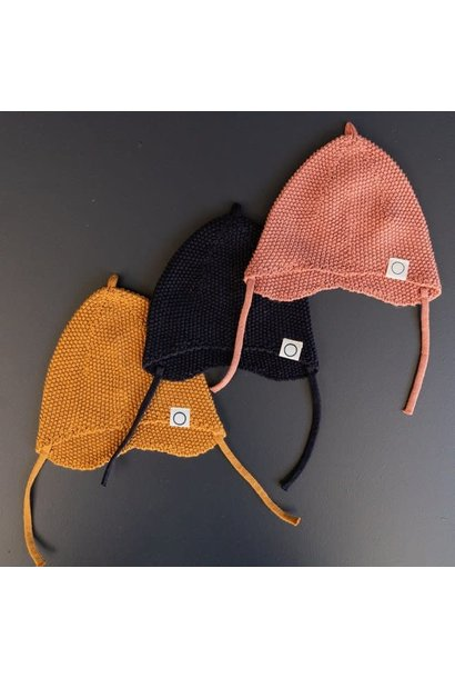 Knitted newborn hat terracotta