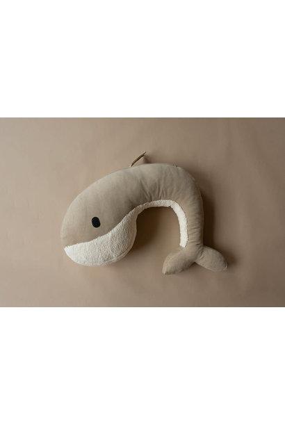 Feeding pillow whale momo sand
