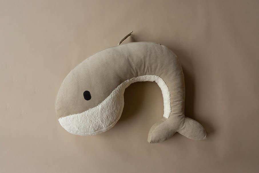 Feeding pillow whale momo sand-1