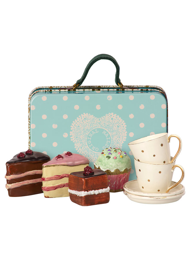Maileg | suitcase with cakes & tableware for 2