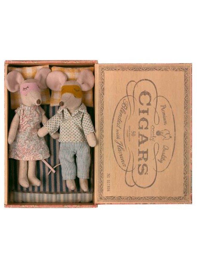 Maileg | mum and dad mice in cigar box