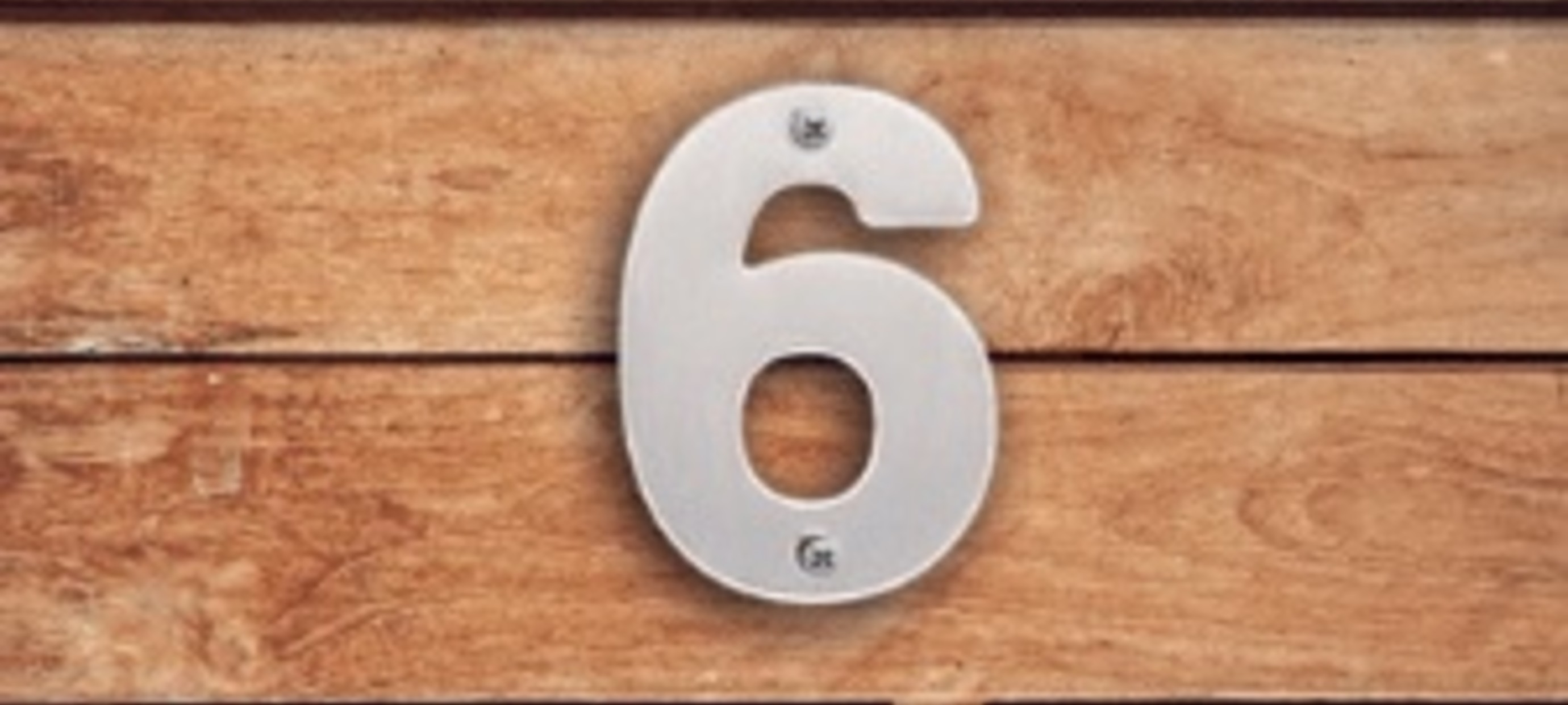 Huisnummers monteren