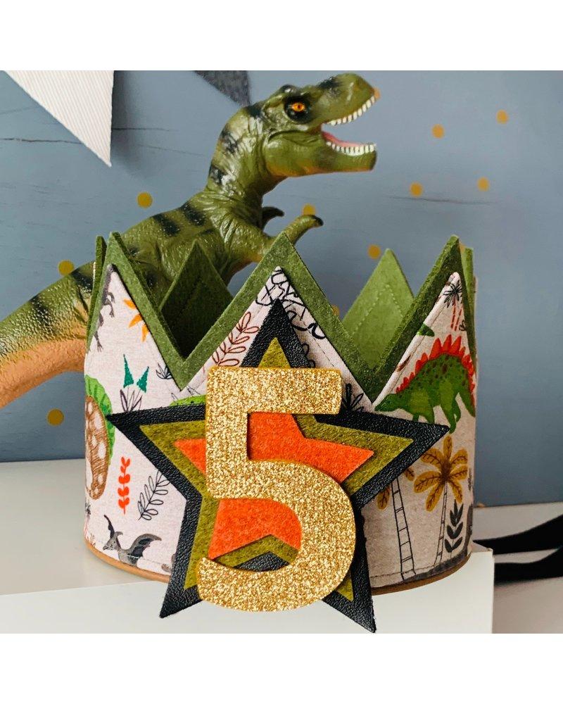 Verjaardagskroon Dino feest dankzij de naaistudio!