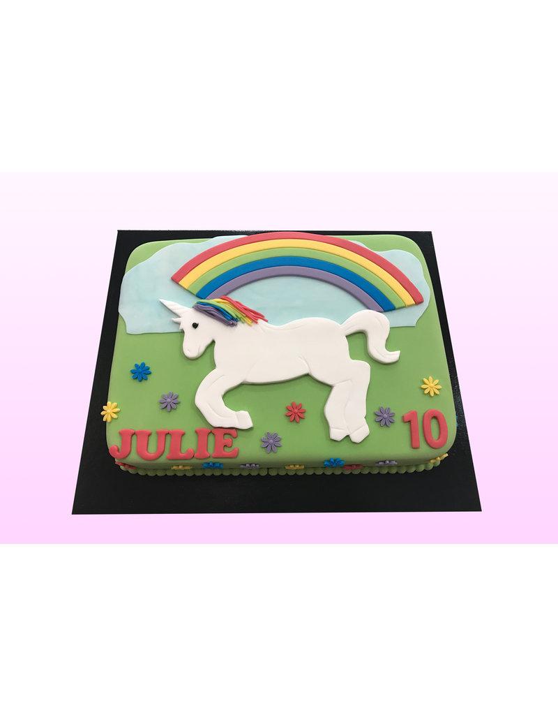 1: Sweet Planet Unicorn plat op taart