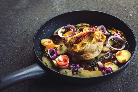 Gevulde kip met ham & brie samen met geroosterde aardappelen