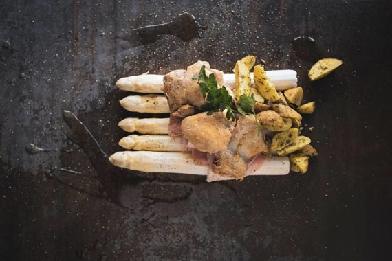Asperge klassiek met kip en peterselie jus