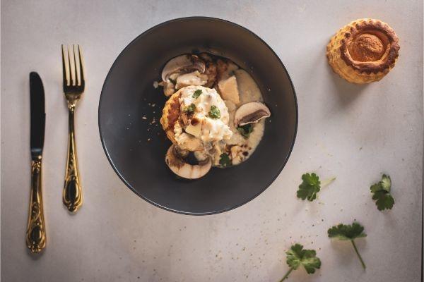 Kip Ragout met bospaddenstoelen en Parmezaanse kaas