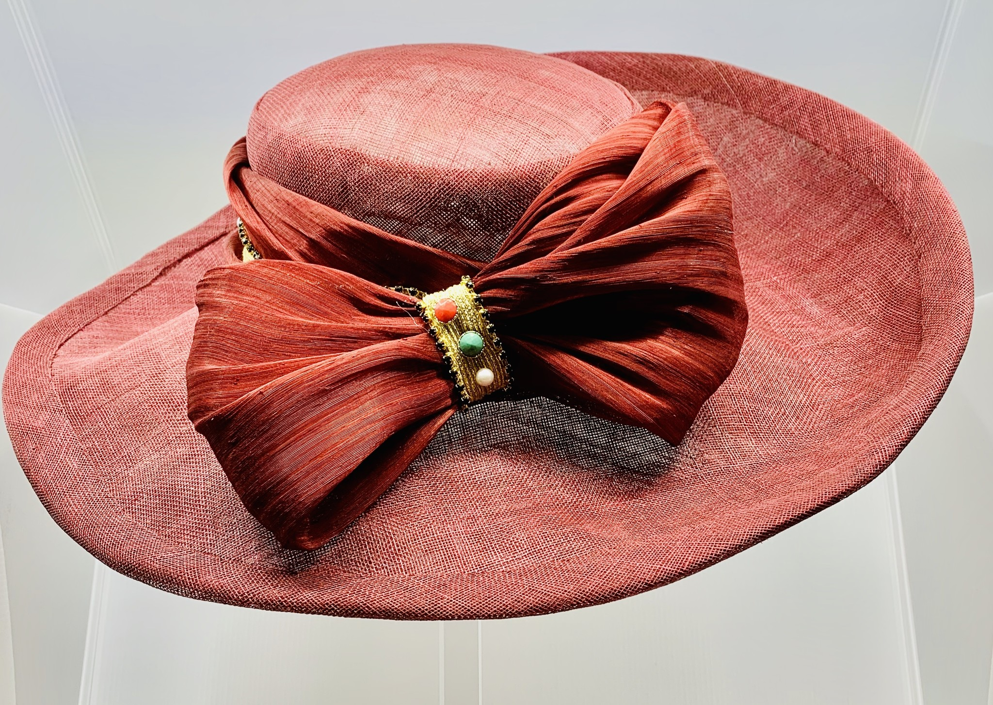 Tilly Modes Unique picture hat with pearl ribbon - Tilly Modes