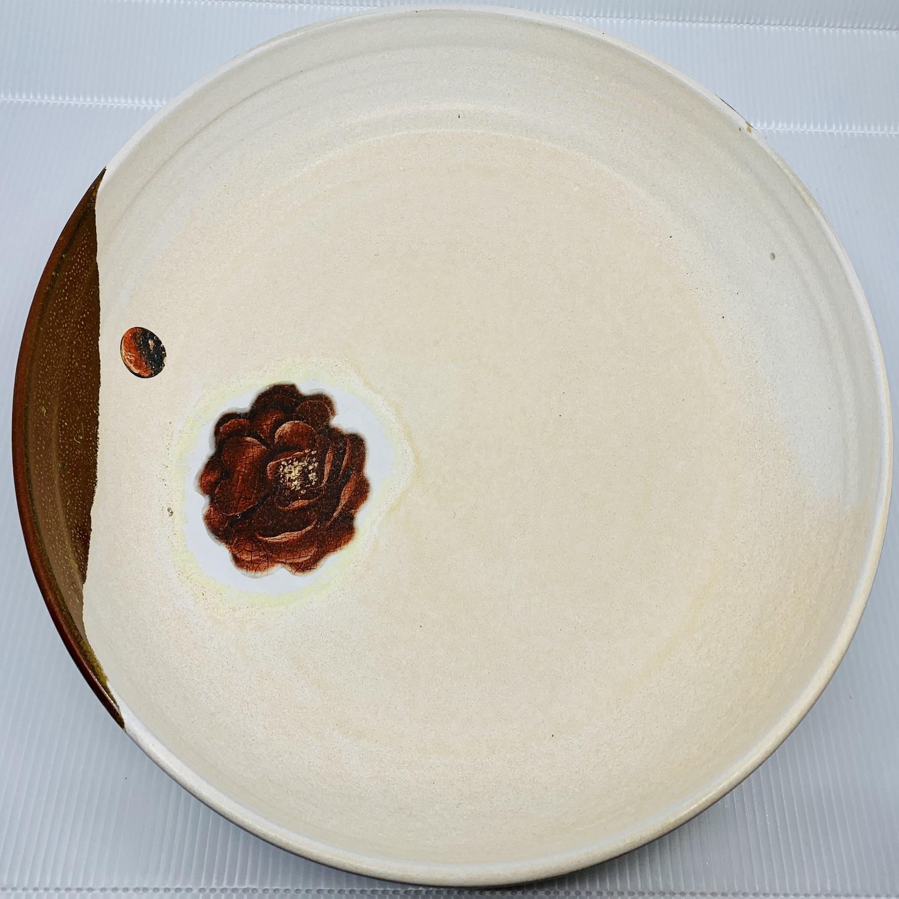 Atelier Caro-K Unique handmade ceramic dish with a detail from the Ghent Altarpiece - Atelier Caro-K - Diameter 35 cm