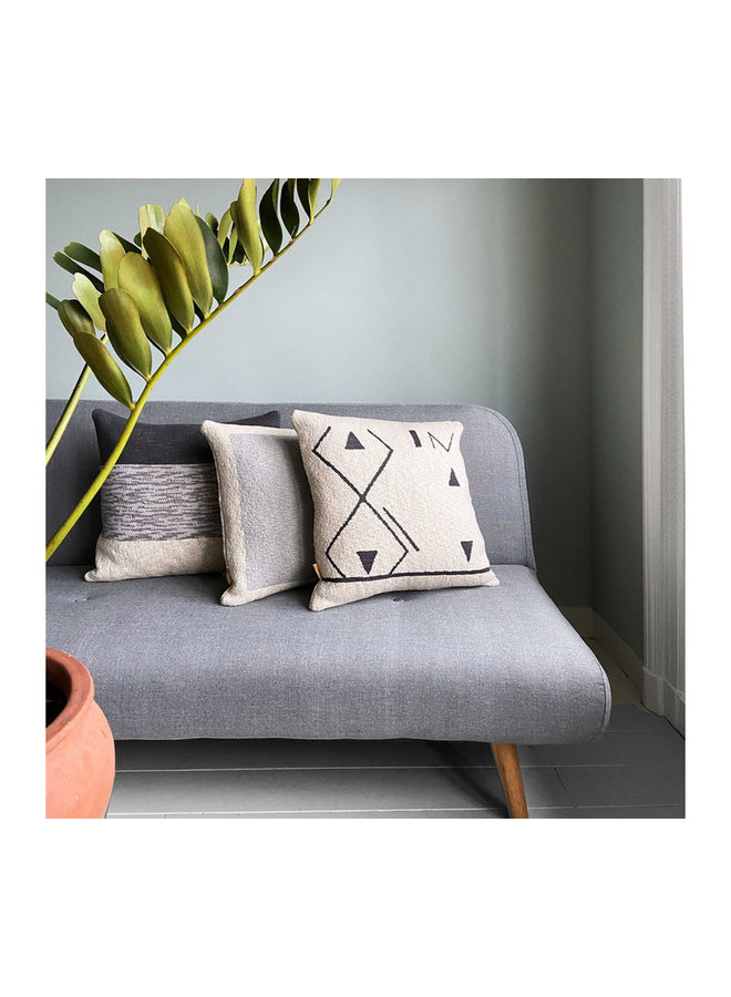 Fantasy line knitted cushion off-white