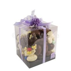 Mica doos 18/18/20 cm met holle chocolade eieren en figuurtjes