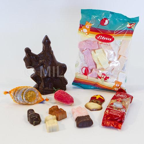 Sinterklaaspakket mica doos vierkant met snoepgoed van Sinterklaa