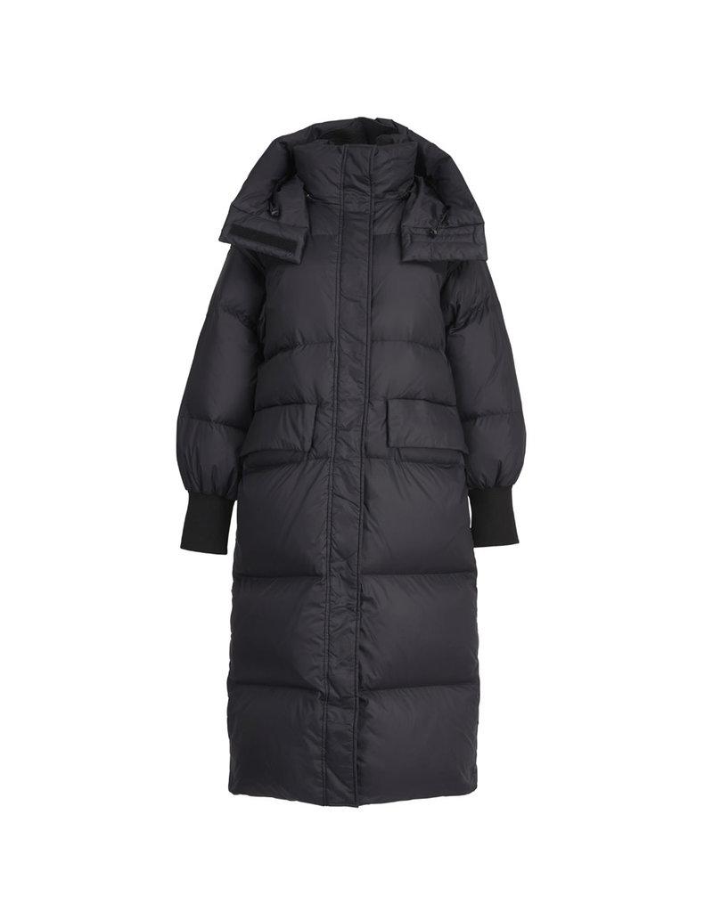 Essentiel Coat Widiot long hooded puffer zwart2