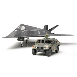 F-117A Nighthawk With Hummvee - Scale 1/48 - Tamiya - TAM89773