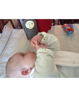 Jizo  voor een baby met een knuffeldoekje erbij