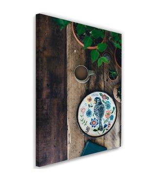 Schilderij Kleurrijk bord in de tuin, 2 maten