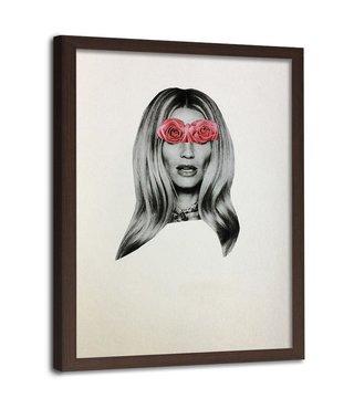 Foto in frame , Vrouw met rozen op haar ogen ,70x100cm , grijs roze , wanddecoratie