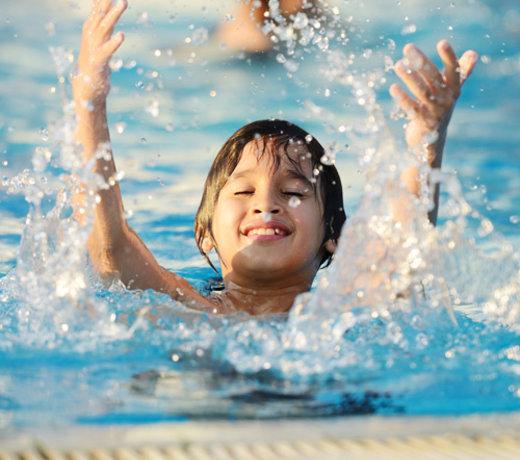 Bademode für Jungs Badeshorts Surfer Handtücher und mehr