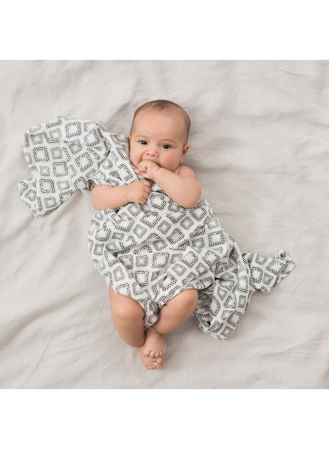 aden + anais 3-pack silky soft swaddles in motion