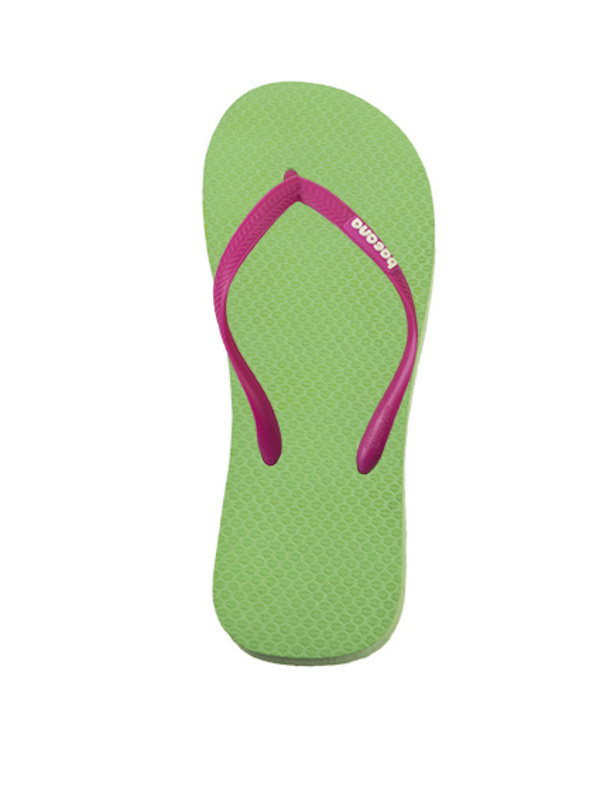 Spring green with cocktail pink flipflops