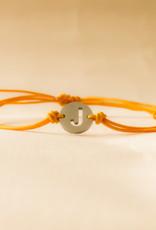 Initial armband orange met zilveren bedel