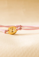 Initial armband pink met gouden bedel