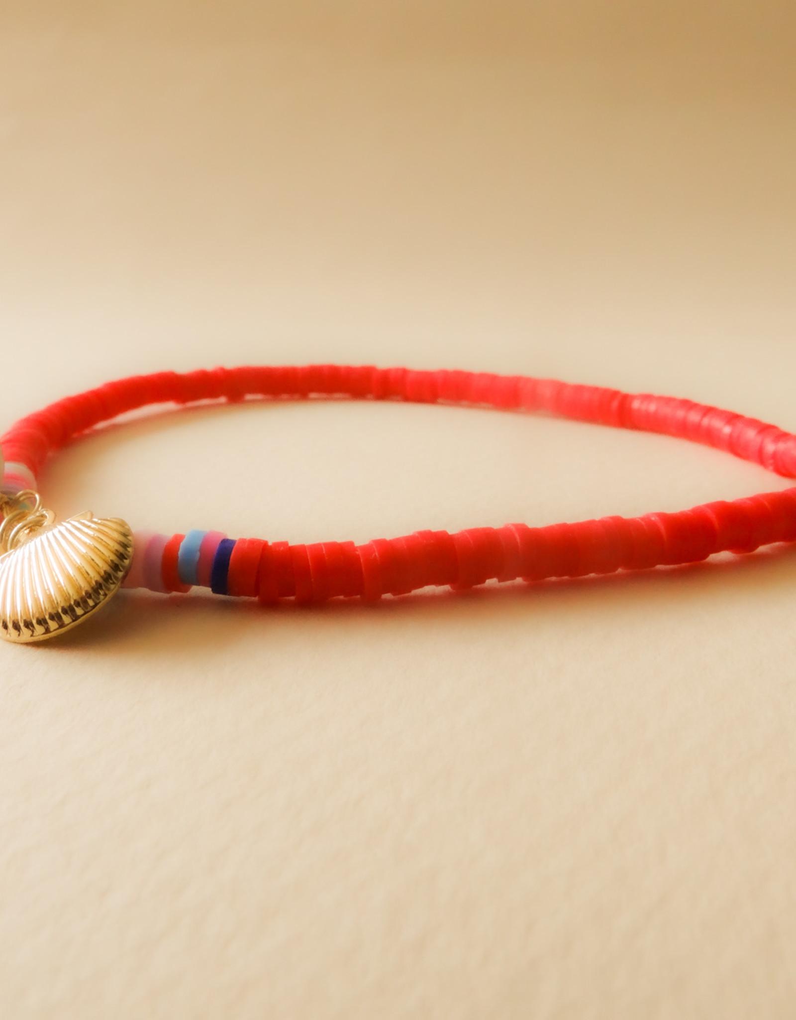 Rood enkelbandje met schelp