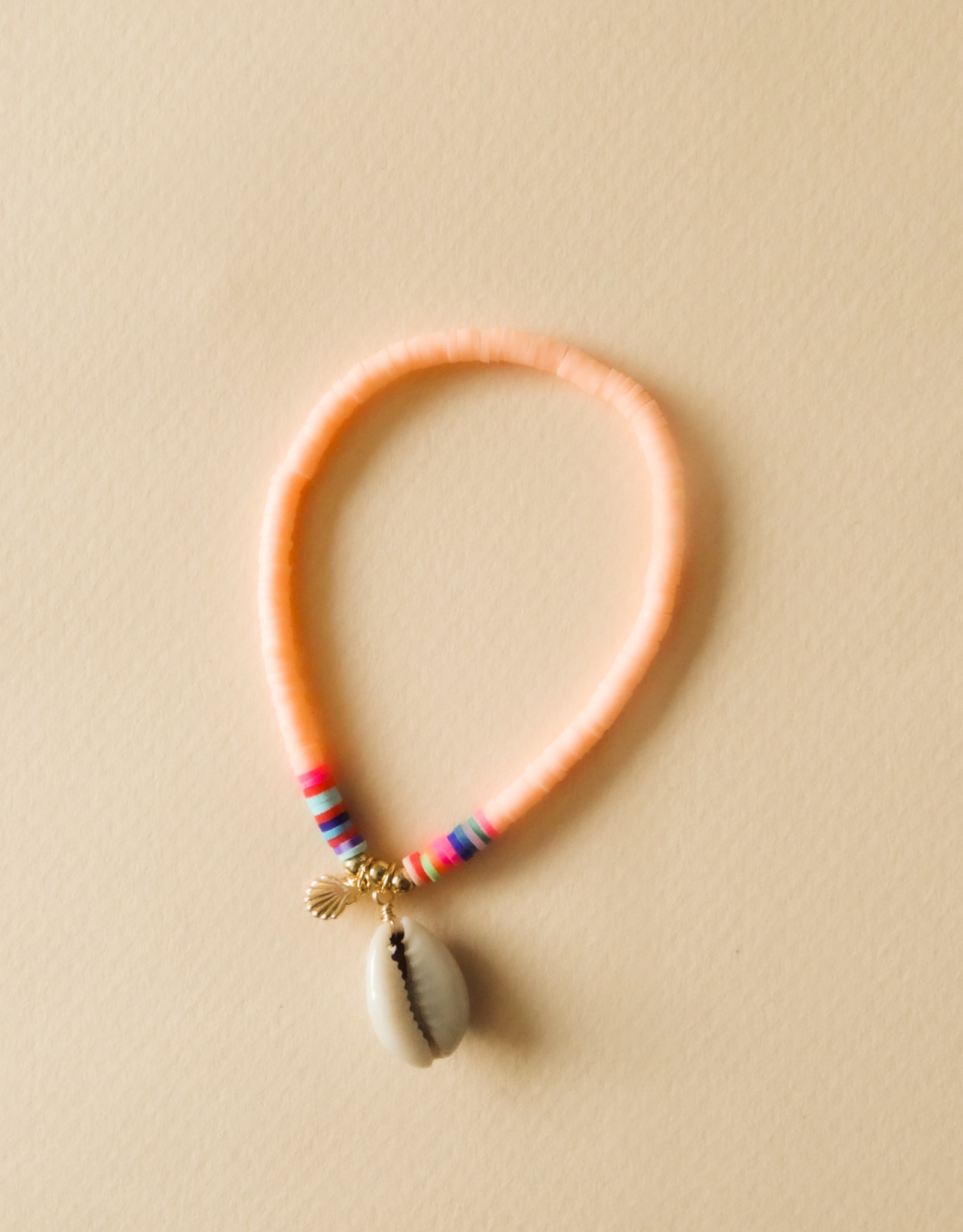 Roze schelpen armbandje