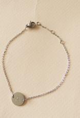 Initialen armband met bedel zilver