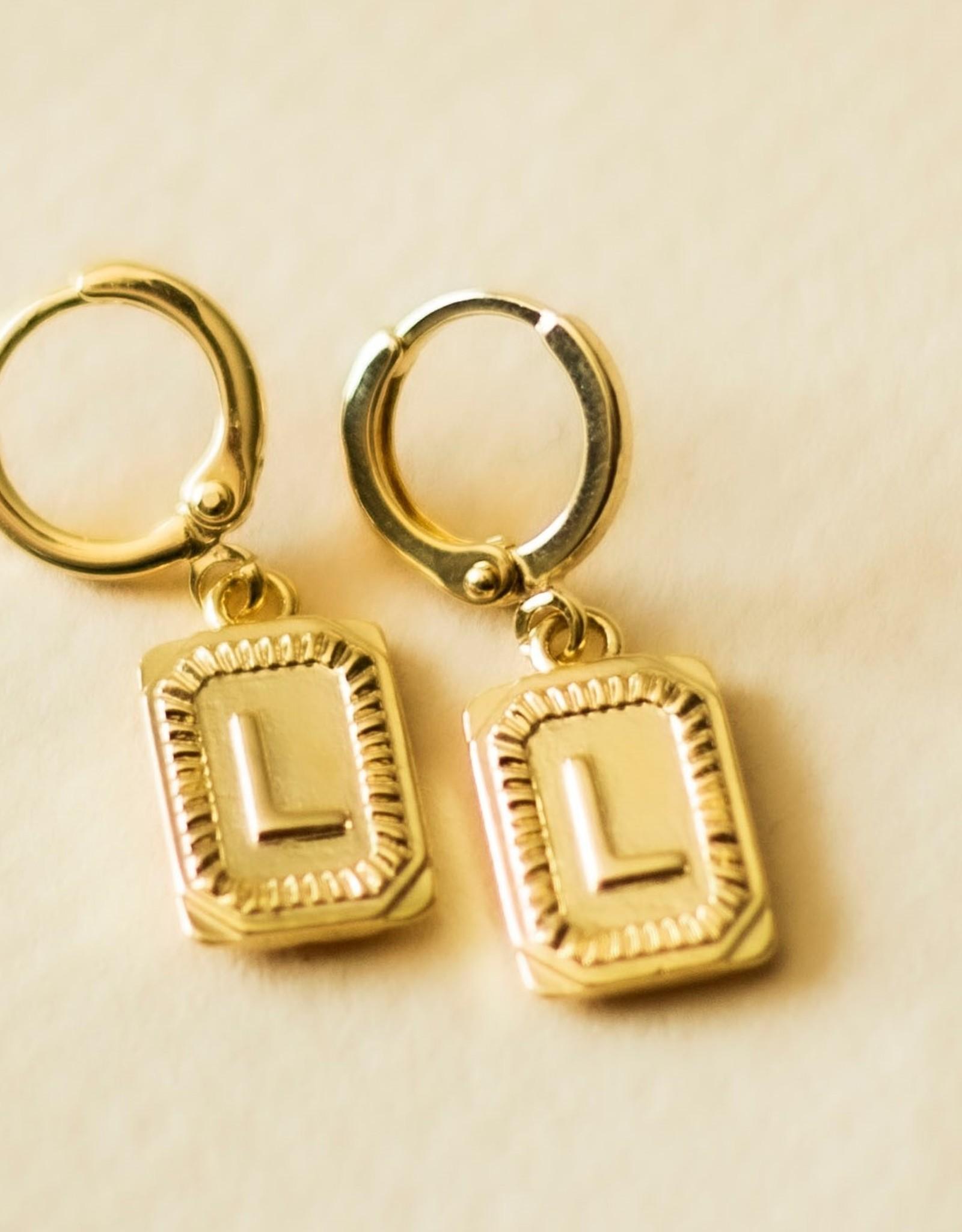 Initialen oorbellen goud