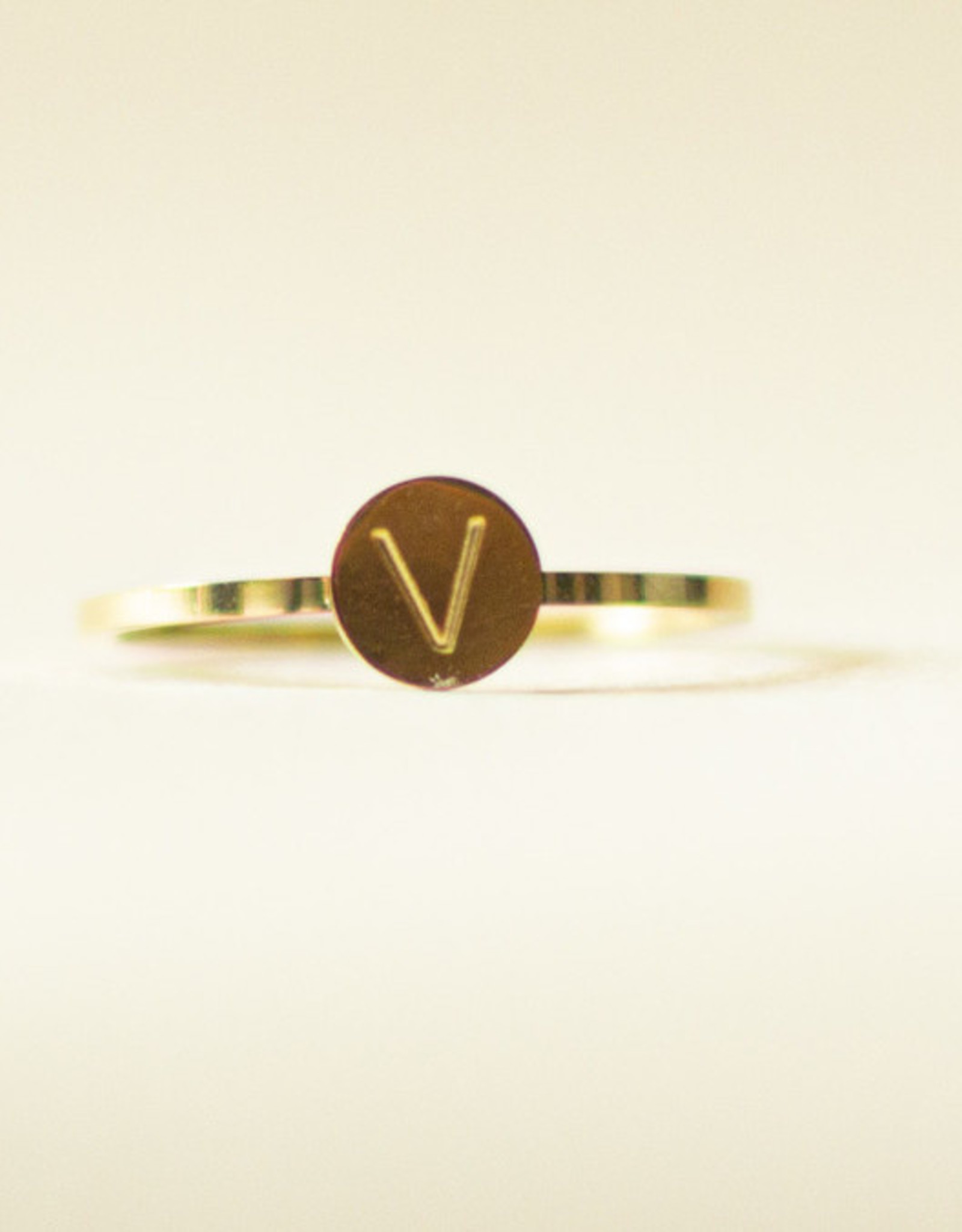 Initial ring goud