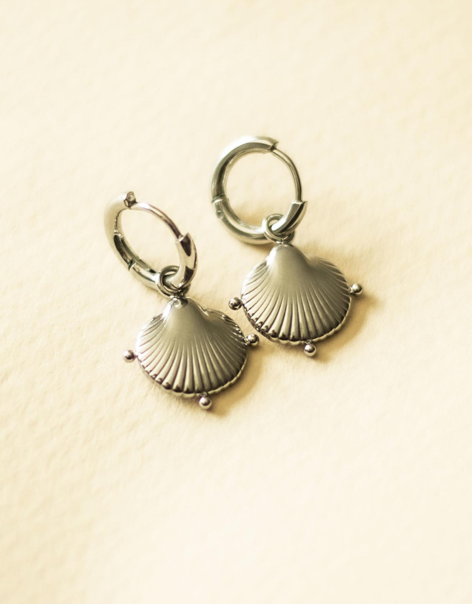 Schelpen oorbellen clam shell zilver
