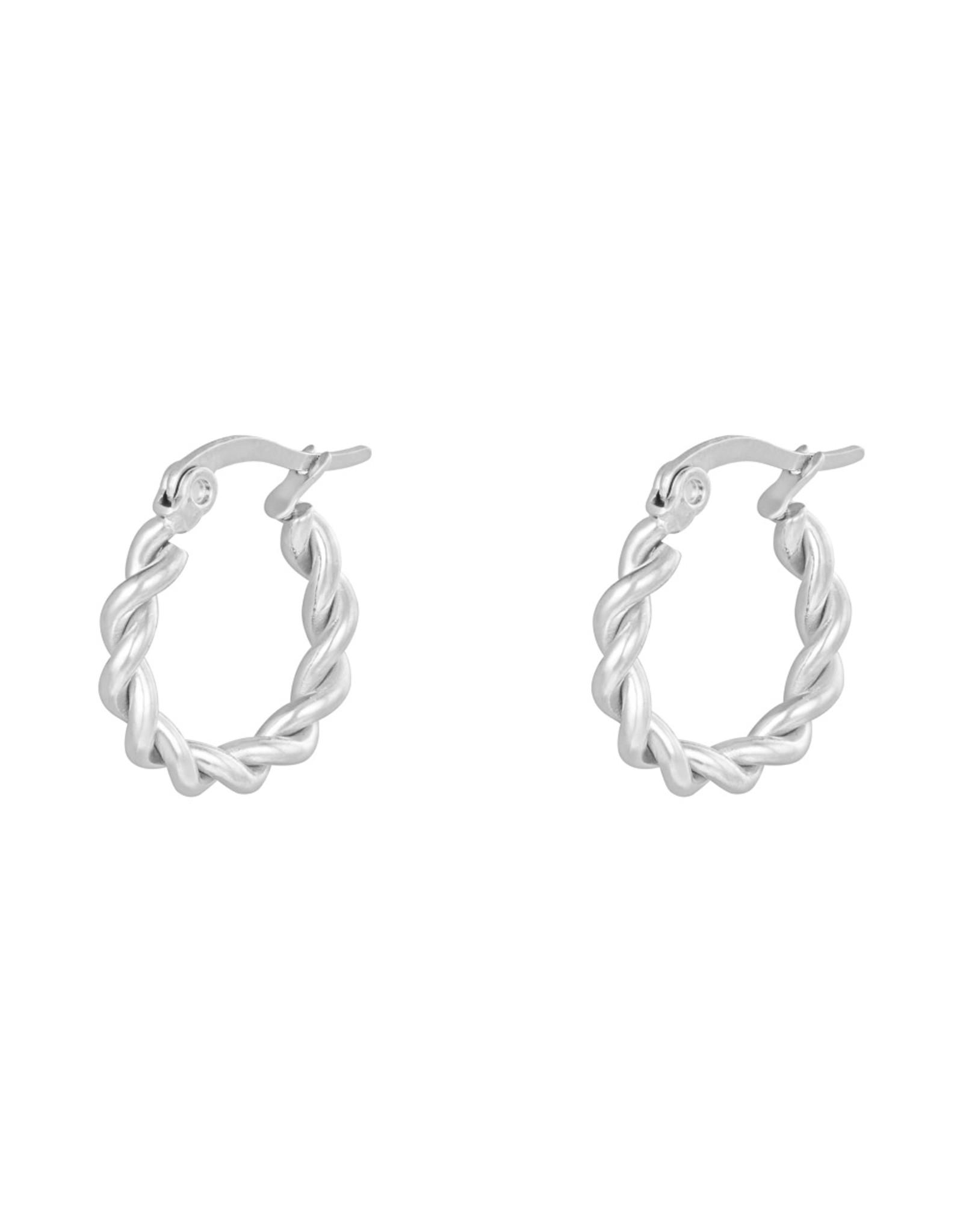 Zilveren hoops oorbellen gedraaid