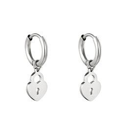 Hartjes oorbellen slotje zilver