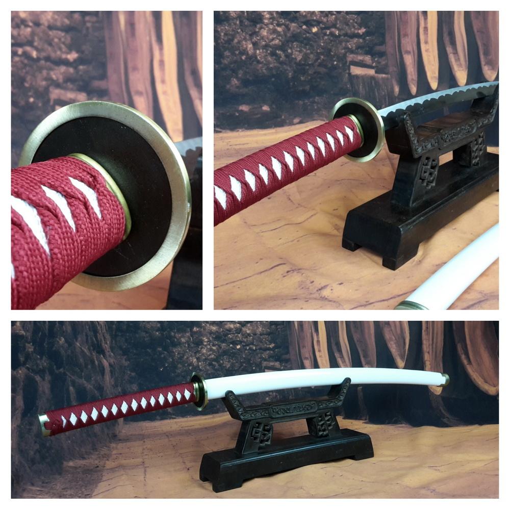 Samurai zwaard met rode ito en witte saya