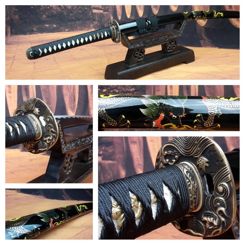 Samurai zwaard met beschilderde saya