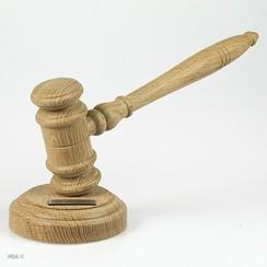 Voorzittershamer hout gemonteerd op slagblok