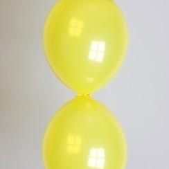 Doorknoopballon geel ø 30 cm 25 stuks