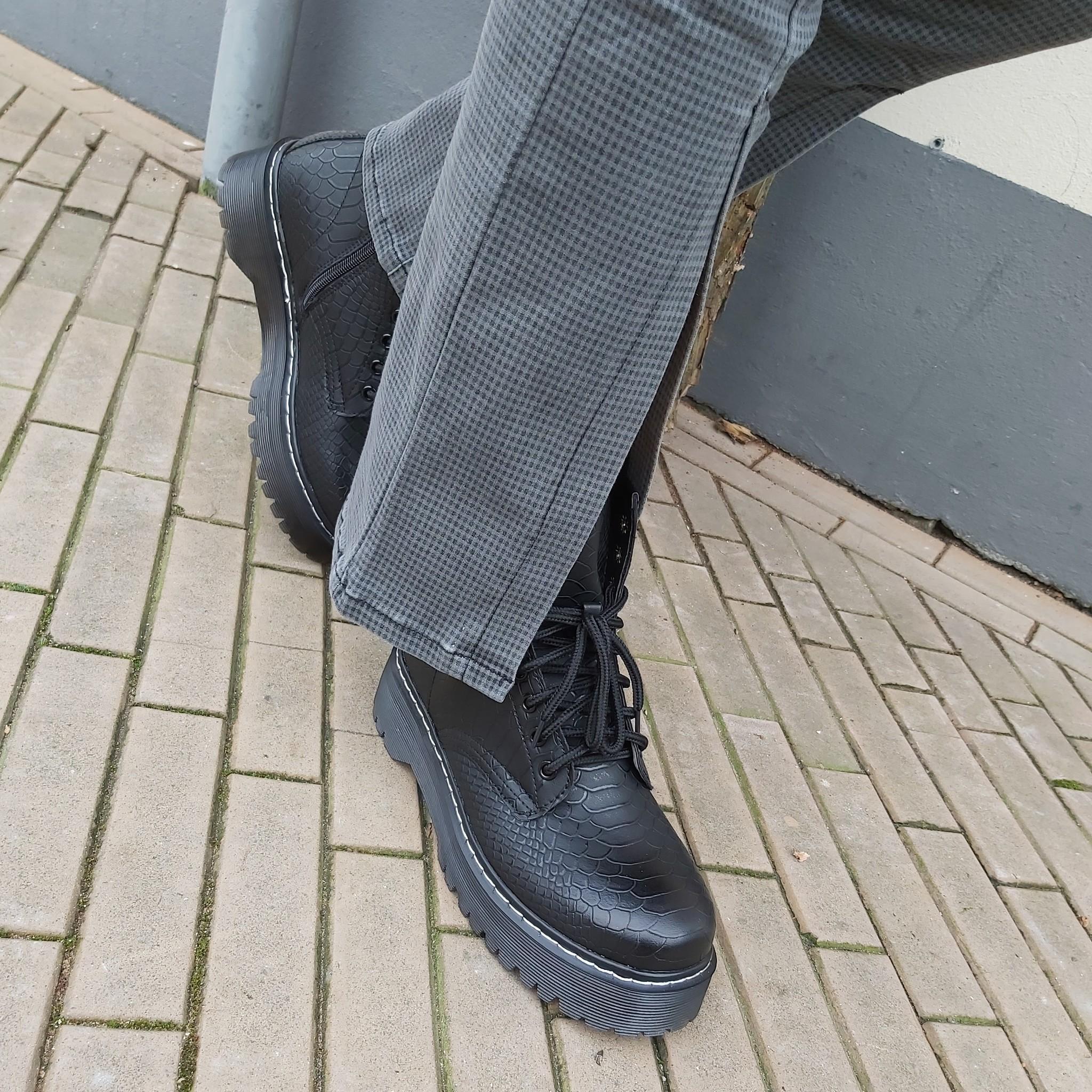 Grijze flair broek open onderkant