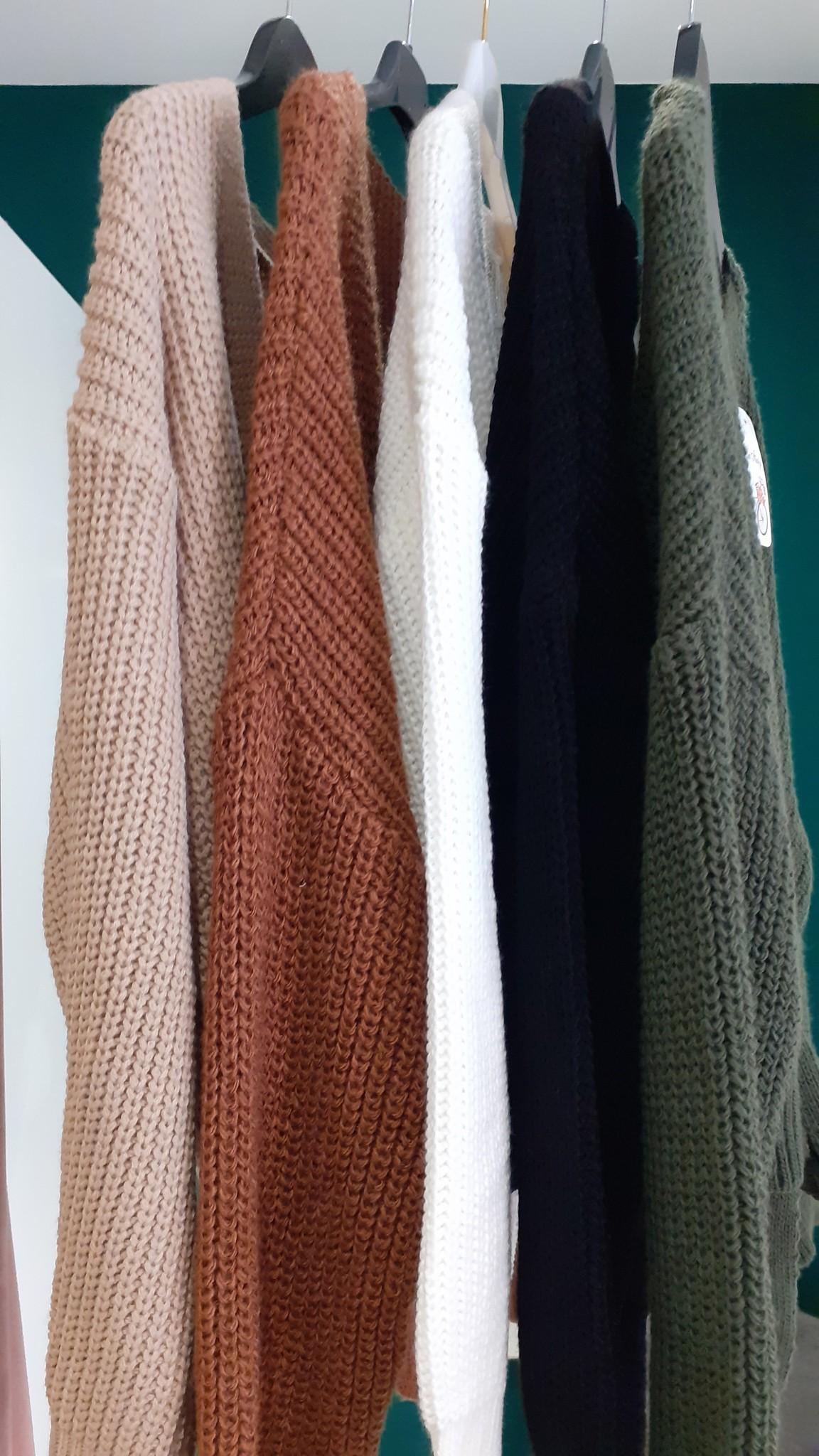 Knoopvestjes in 5 kleuren