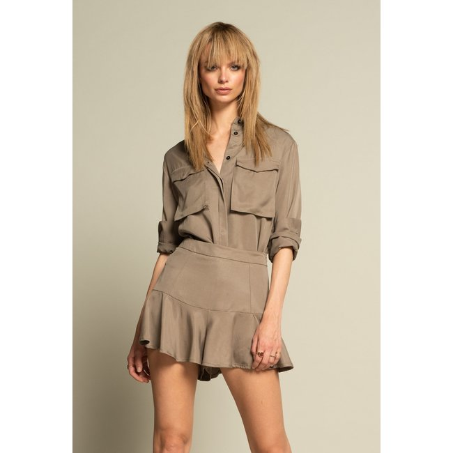 ICONIC 27 RUFFLE SHORT TAUPE